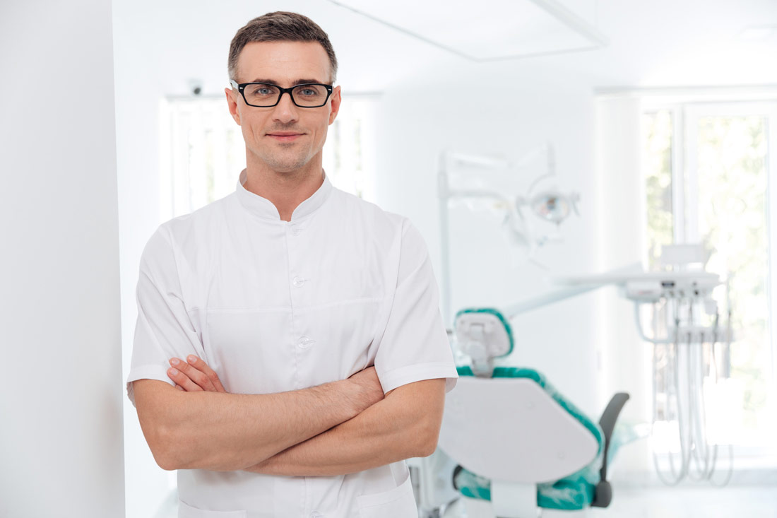 Bestickte Praxisbekleidung für Zahnärzte und Hausärzte